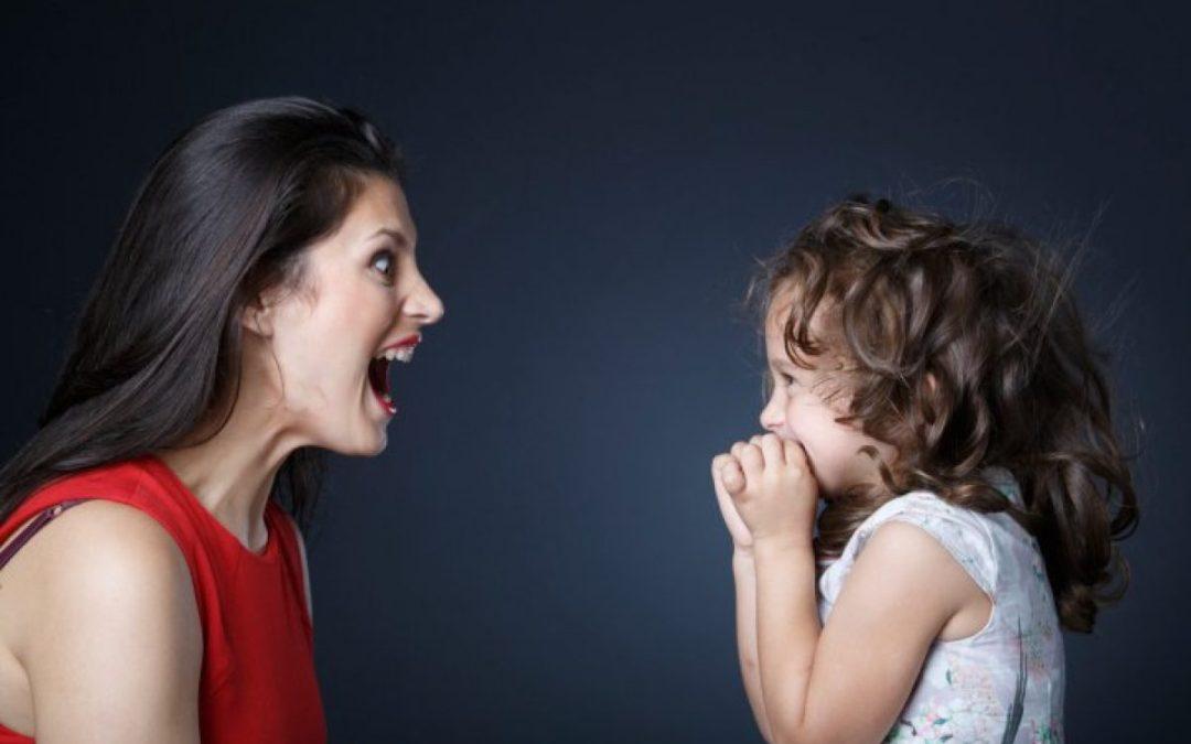 gritando a niña